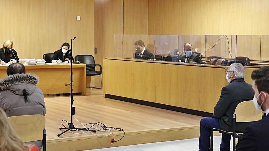 Cuatro años de cárcel por apropiarse de 192.463 euros de un pariente senil