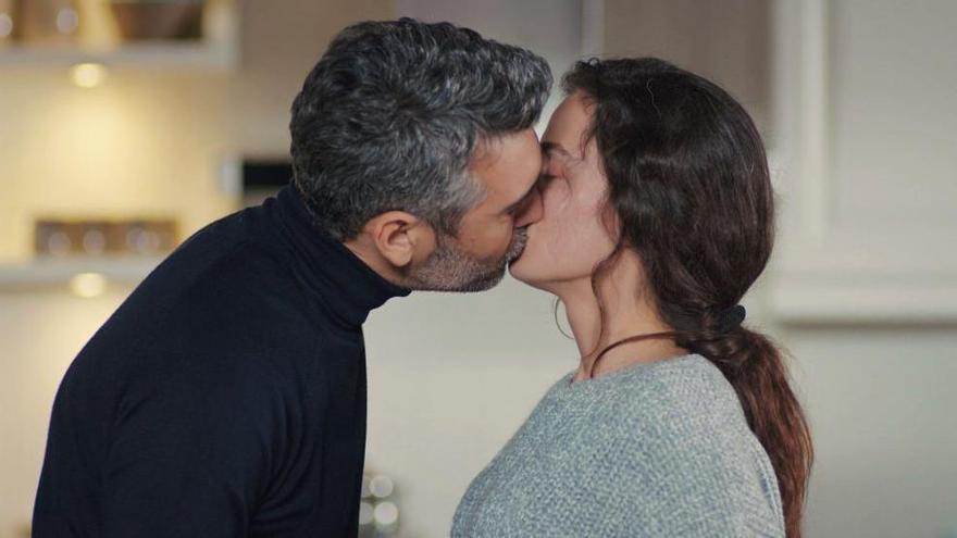 El giro inesperado de 'Mujer' tras el beso de Sarp