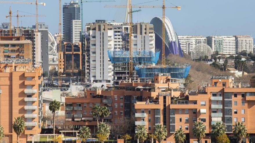 Los promotores piden que el Consell avale la compra de 15.000 viviendas