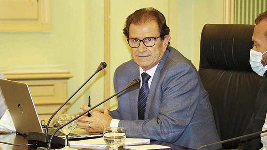 El rector defiende ante los políticos la libertad de cátedra