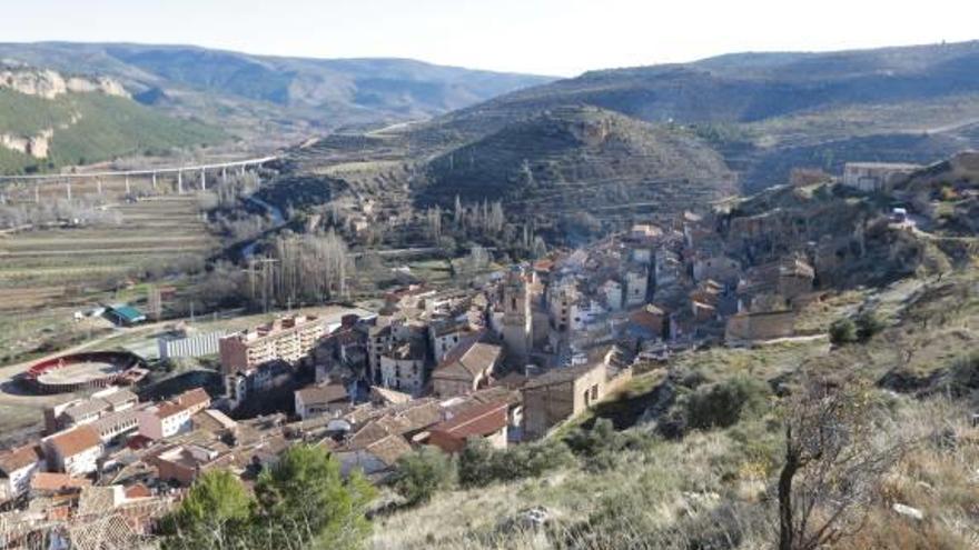 Transportes mantiene el autobús diario que une el Rincón de Ademuz con Teruel