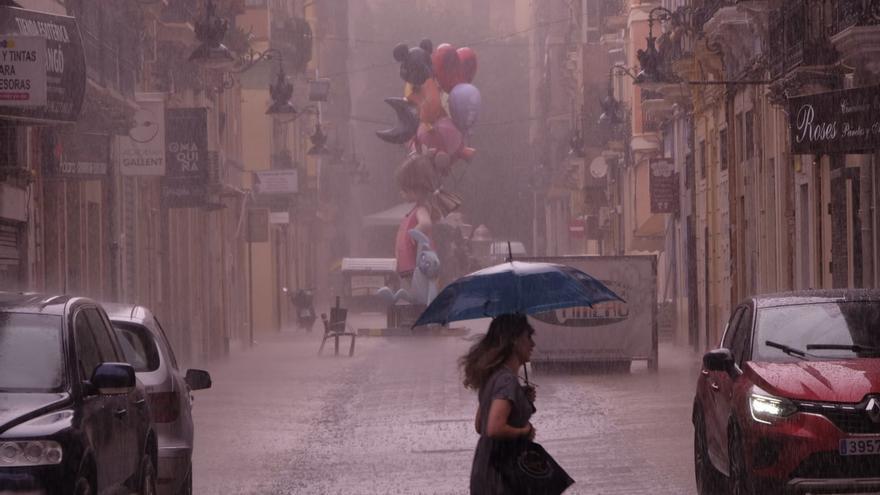 """Alerta naranja en Valencia por lluvias muy fuertes de más de 40 l/m2 en una hora y tormentas con """"granizo grande"""""""