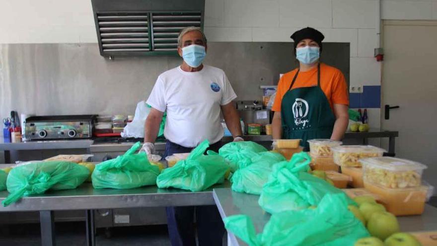 Reparto solidario de comida en los Asperones