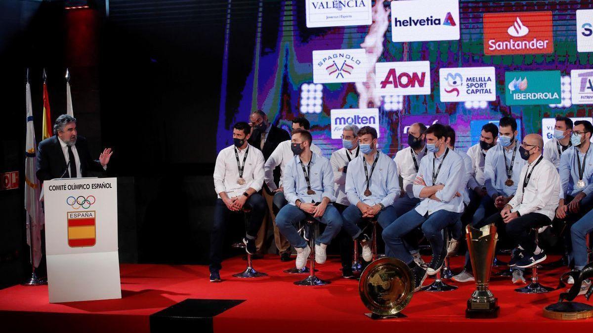 La selección de balonmano lleva su bronce mundialista al COE y al CSD