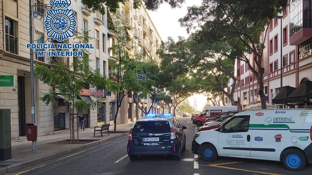 Coche patrulla de la Policía Nacional en Santa Cruz de Tenerife