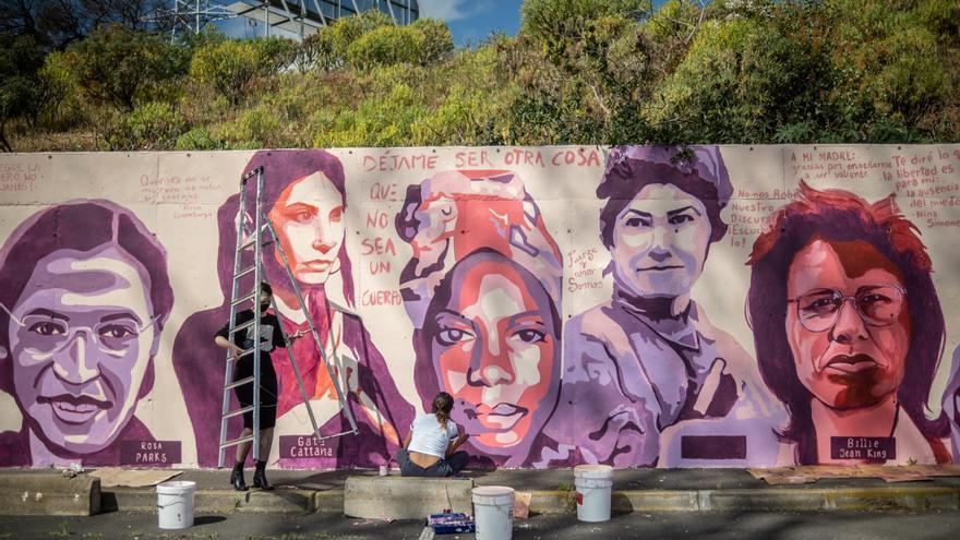 La Laguna acoge  el mural feminista que veta Madrid