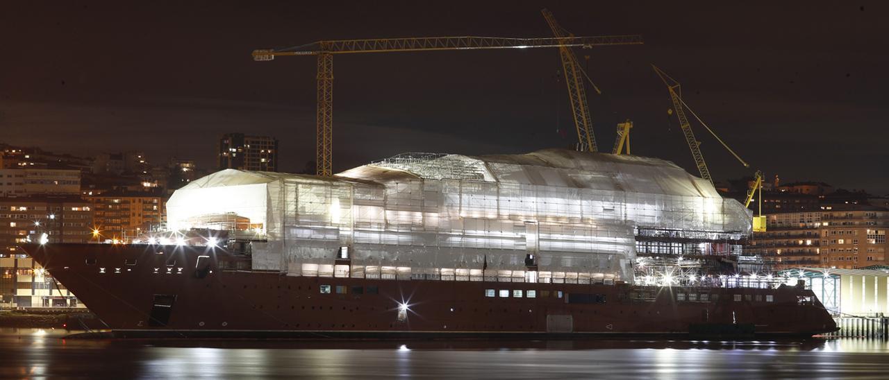 """Trabajos de construcción a bordo del crucero """"Evrima"""" en el astillero Hijos de J. Barreras"""