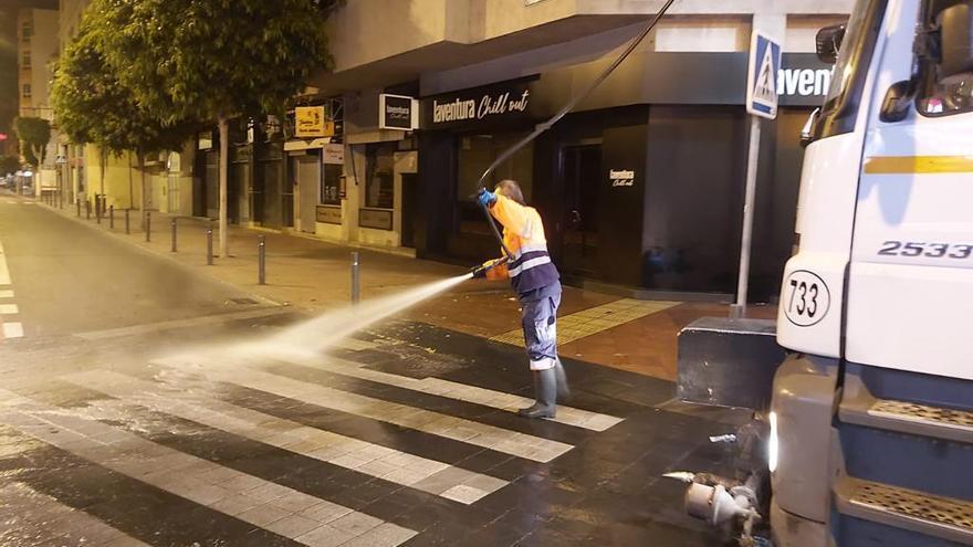 El Ayuntamiento continúa con el dispositivo de limpieza contra la COVID-19