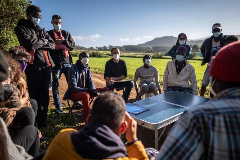 Voluntarias de Educación ayudan a migrantes en Las Raíces