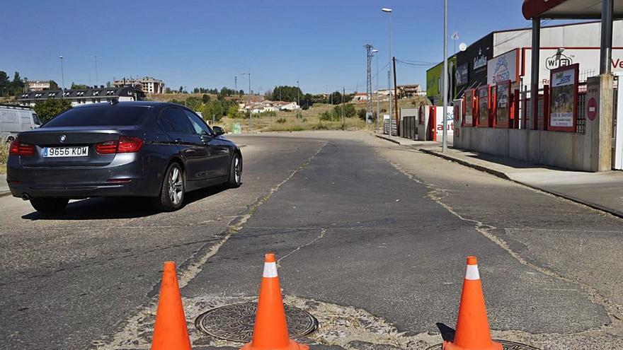 Quejas ciudadanas por el estado del firme en la calle de El Tejo de Zamora capital