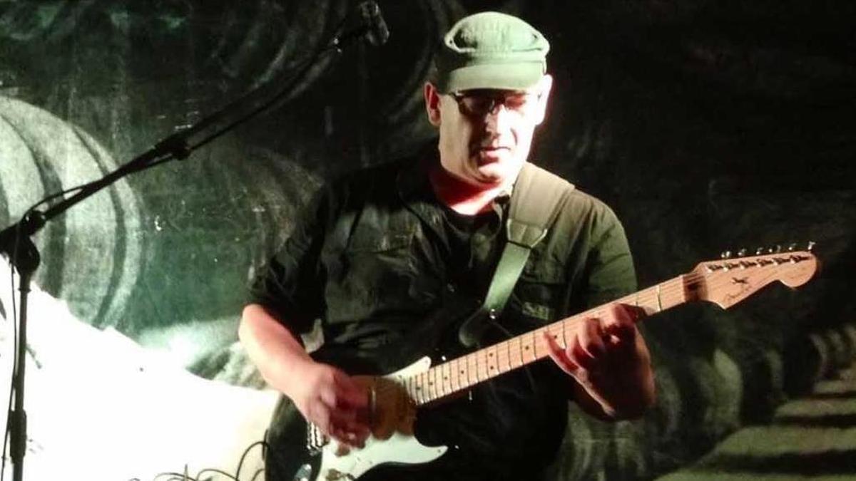 """Abel Martínez """"Güelu"""" en una imagen en directo con """"Fefangüelu""""."""