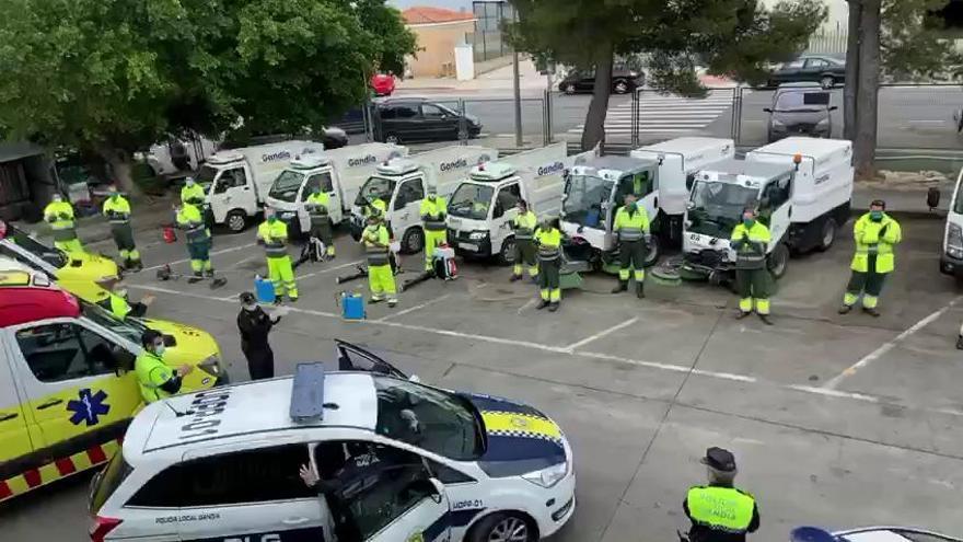 Aplauso de la Policía Local de Gandia a los servicios de limpieza