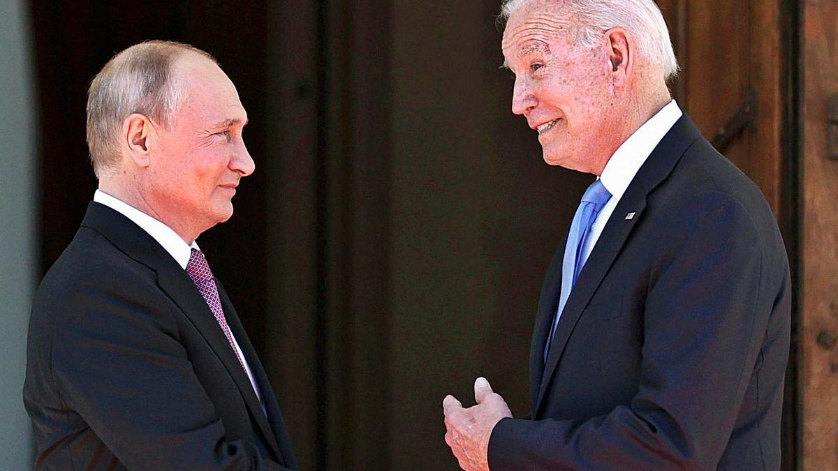 El president Rus, Vladimir Putin, i el nord-americà, Joe Biden, ahir a Ginebra | EP