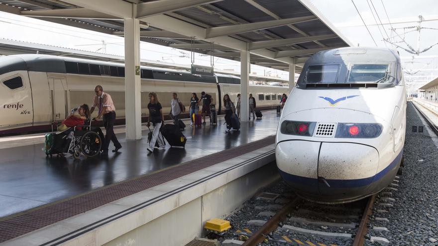 Renfe amplia sus servicios entre Alicante y Barcelona