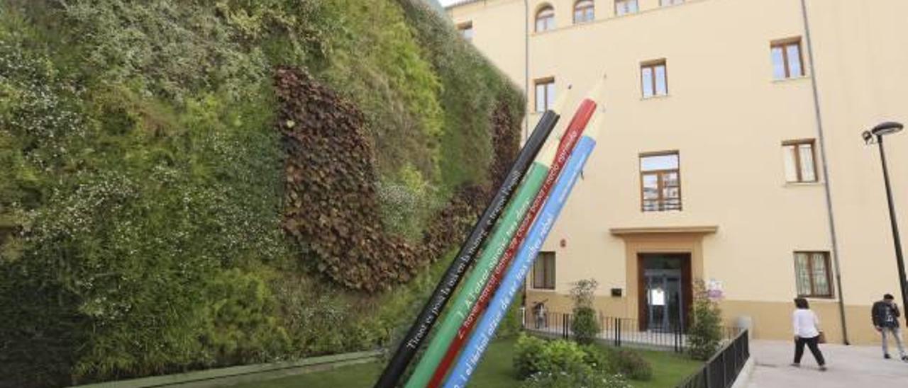 El jardín vertical hidropónico en la plaza Sant Carles, junto al edificio de la EPA, días atrás.