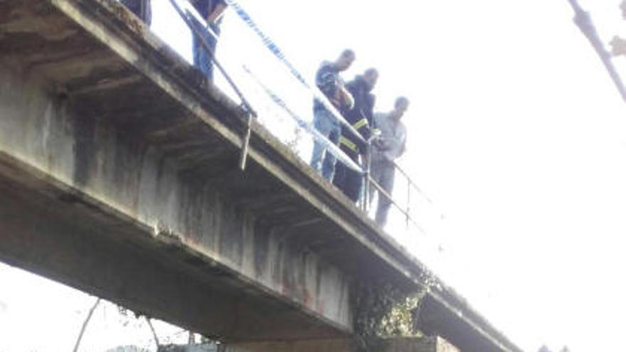 Dos heridos al caer con el dumper desde un puente en Piloña