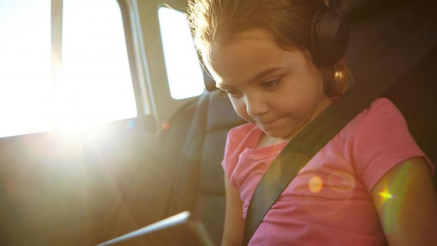 ¿Por qué la mayoría de los coches no tienen ventanillas con protección solar?