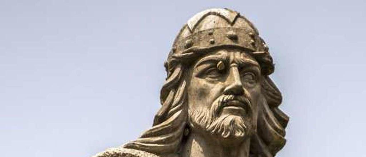 Estatua del rey Pelayo en Cangas de Onís.