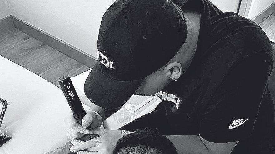 Jonathan Riquelme, el tatuador murciano que deja huella en La Liga