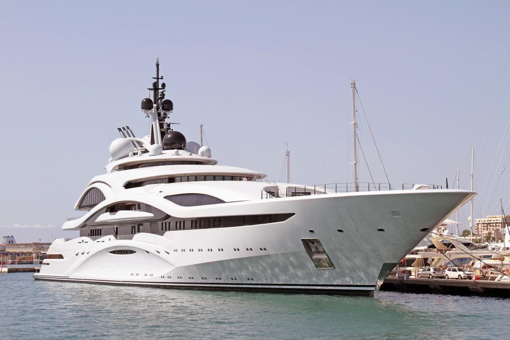 """Die """"Al Lusail"""" machte am 15. Juli im Hafen von Palma de Mallorca fest."""