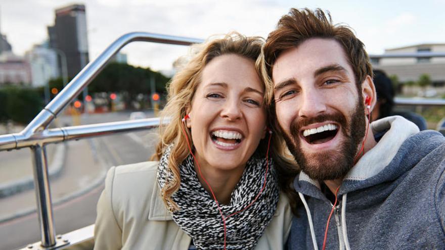 El acto de sonreír engaña a la mente y la hace más positiva
