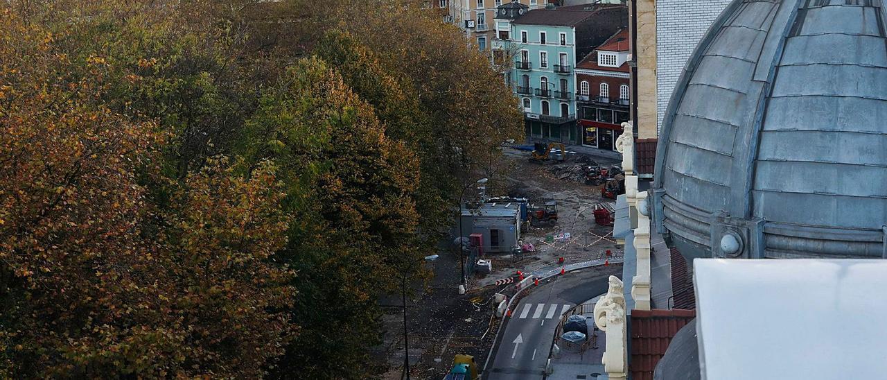 La calle Emile Robin, en obras, y la plaza de Pedro Menéndez (al fondo). | M. V.