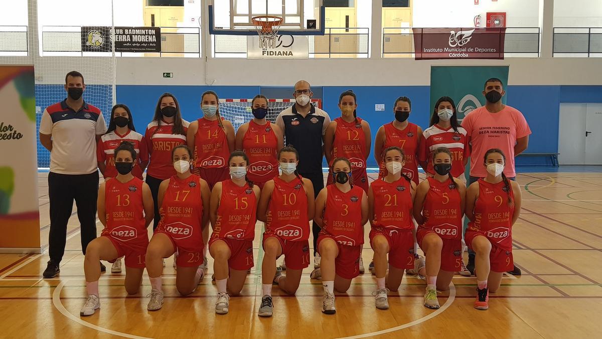 Componentes del Maristas campeón provincial sénior femenino de baloncesto.
