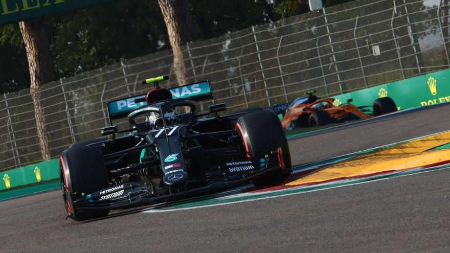 Bottas le roba la pole a Hamilton en Imola