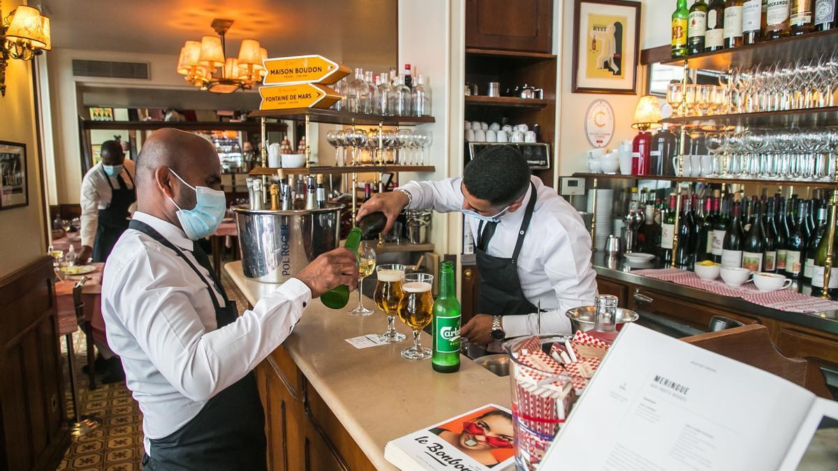 La hostelería ya puede servir en el interior de los locales en Francia