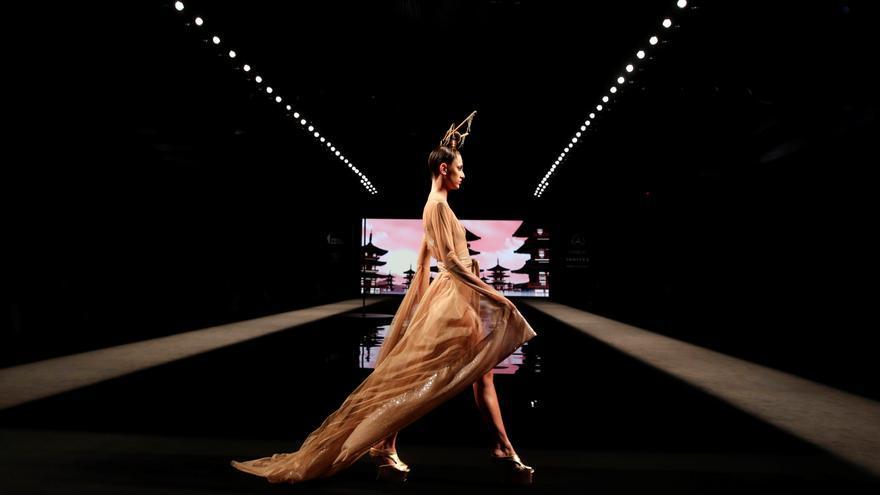 Fantasía y color con Andres Sarda y Ágatha Ruiz de la Prada en la apertura de la Fashion Week Madrid