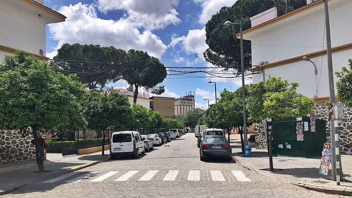 Esta calle, sin rotular, pasará a llamarse avenida del Llano de San Francisco.   E. MANZANO