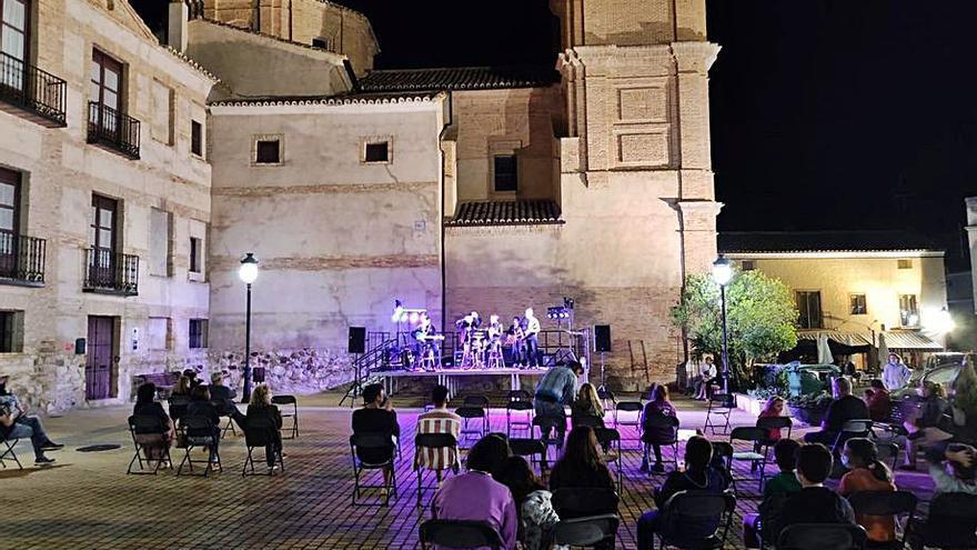 Los conciertos al aire libre ponen el broche al verano en Bureta