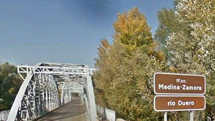 La Junta realizará trabajos de conservación en el puente de hierro
