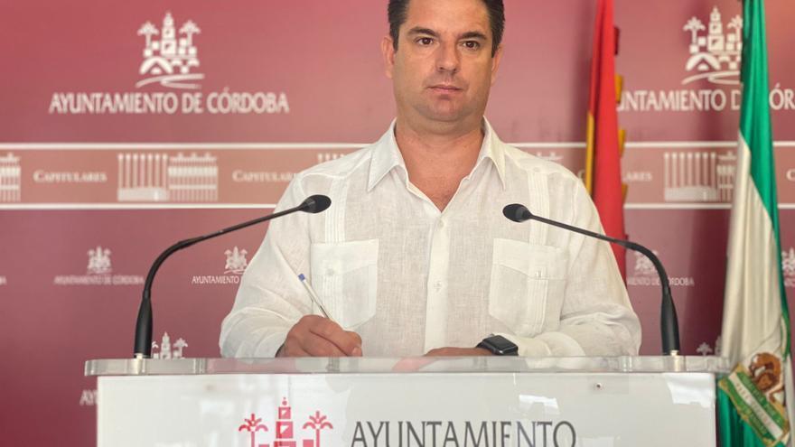 IU recurrirá el contrato del espectáculo nocturno del Alcázar