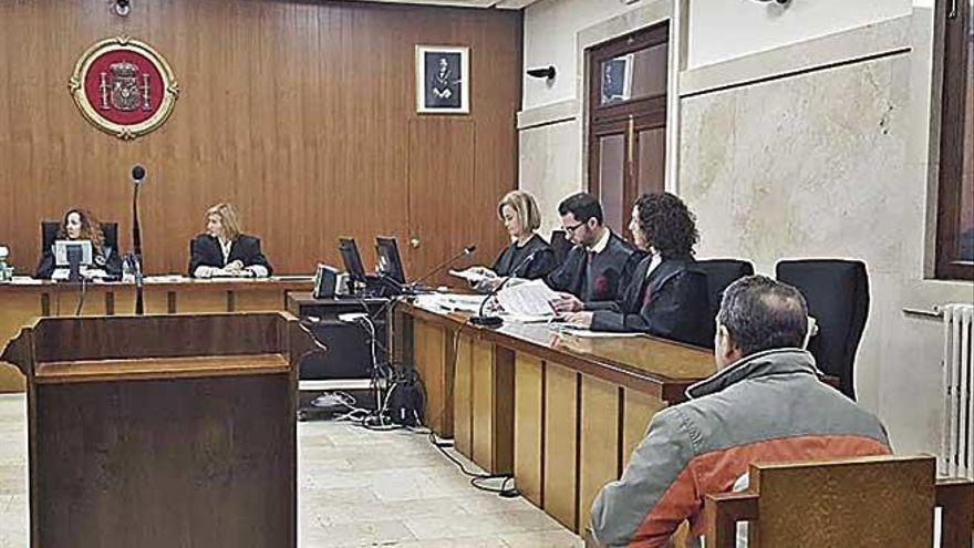 El tribunal insta a prohibir al acusado del incendio de la Serra actividades con fuego