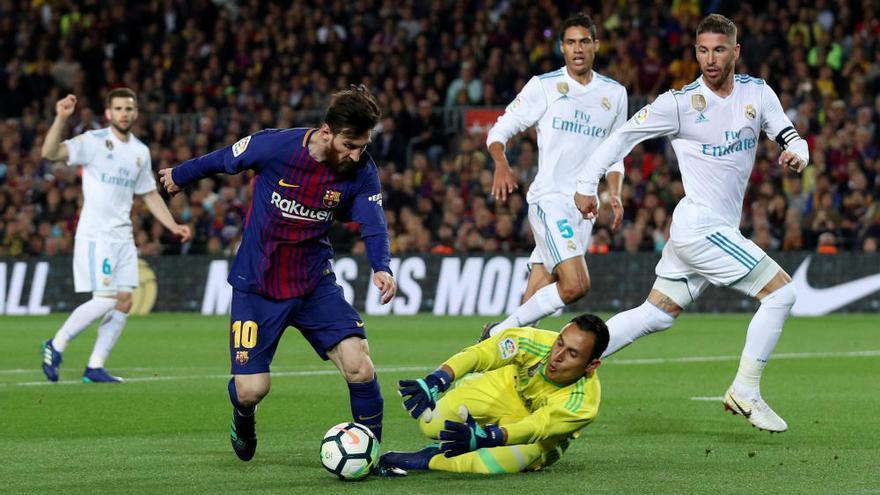 El Barça manté la imbatibilitat amb deu en un clàssic intranscendent però vibrant