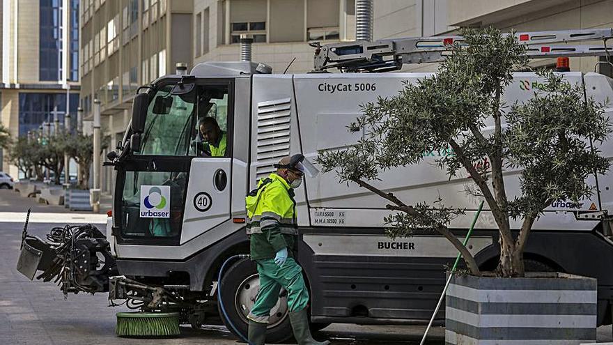 Modifican el contrato de limpieza para adquirir otra maquinaria