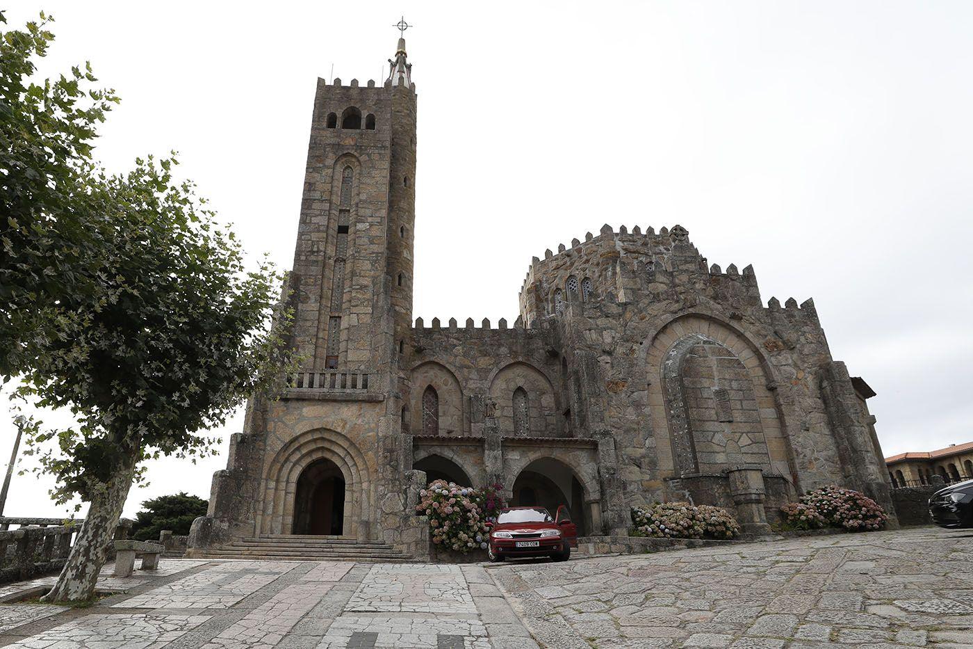 Templo Votivo del Mar, de Panxón, obra de Antonio Palacios, construido entre 1932 y 1937.jpg