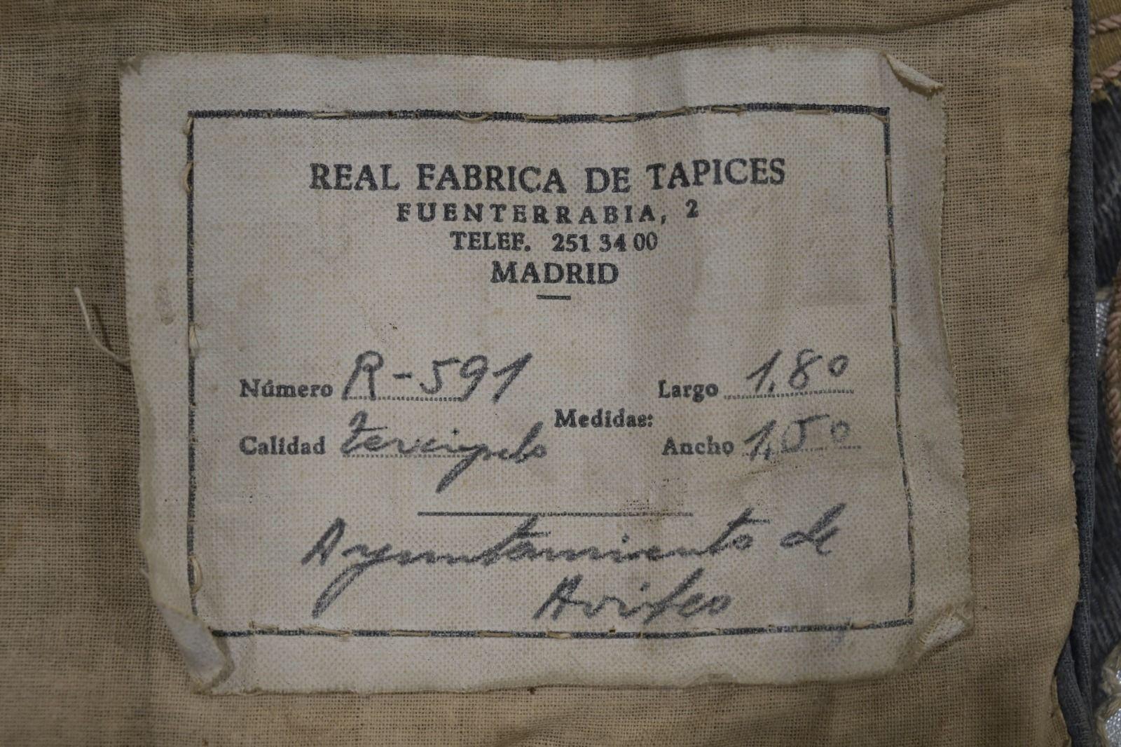 La Real Fábrica de Tapices devuelve el esplendor a los dos reposteros históricos del Ayuntamiento de Avilés