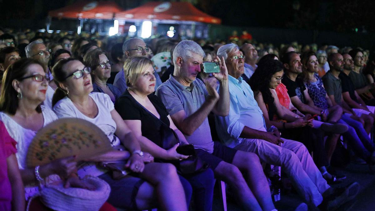 Publico sentado durante la actuación de Ana Belén durante los Concerts de Vivers de 2020. | M.A. MONTESINOS