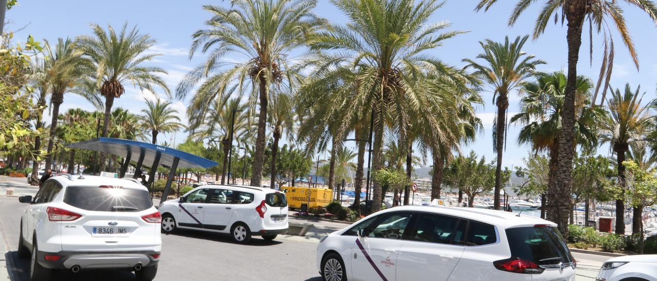 Taxis en Sant Antoni. J. A. Riera