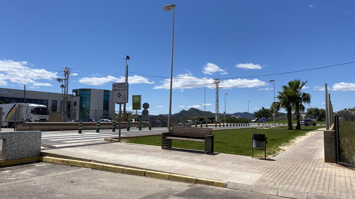 La nueva parada de autobuses estará a la altura del lavadero municipal.