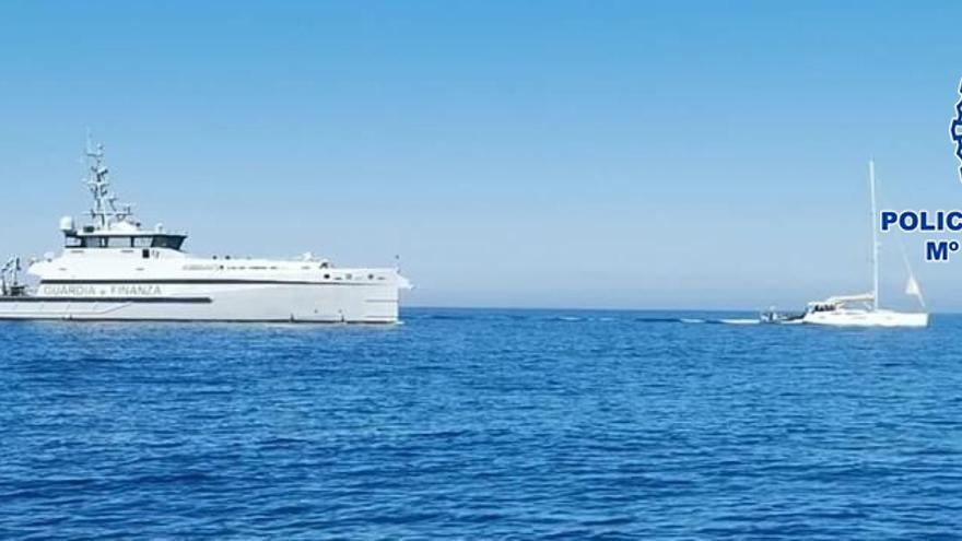 Abordan en Cerdeña un velero con 6.000 kilos de hachís que se quedó sin gasoil cerca de Alicante