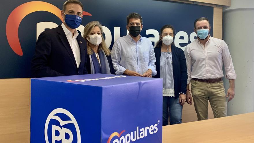 César Sánchez, Macarena Montesinos, Carlos Mazón, Adela Pedrosa y Pablo Ruz en la sede del PP de Alicante.