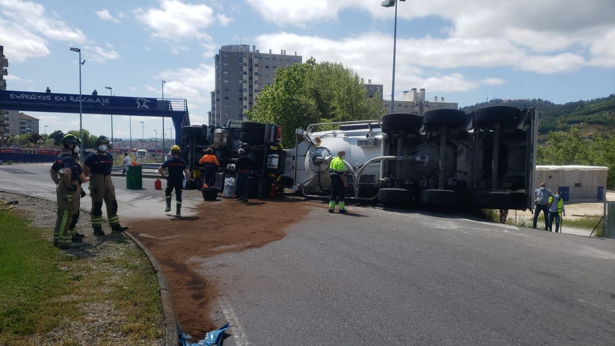 Camión accidentado en Ourense