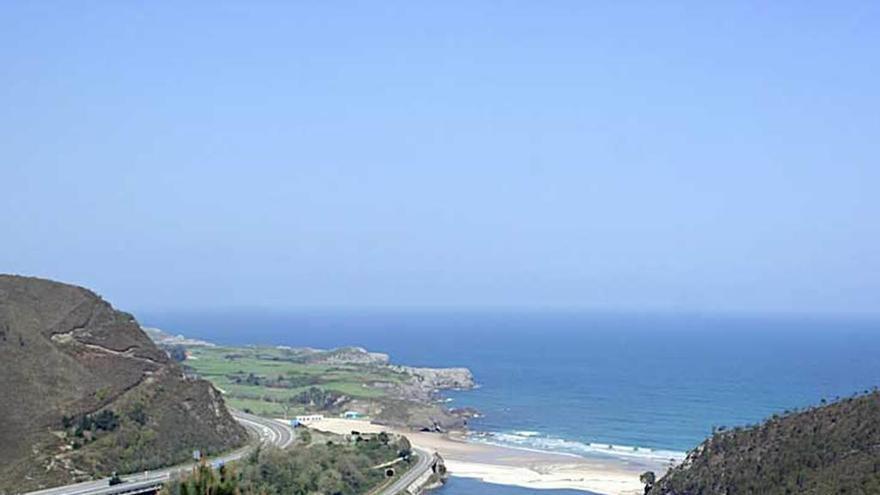 El estudio del paisaje para el plan de Llanes obvia la protección costera del Principado