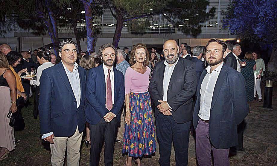 Pau Ginard, de Estel Ingeniería; Aitor Moll, consejero delegado de Prensa Ibérica; Carmen Planas, de la CAEB; Julio Martínez y Fernando Sampol.