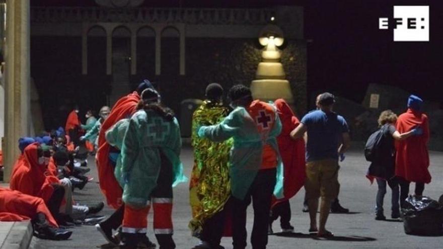 Reanudan la búsqueda de 5 desaparecidos de la lancha naufragada en Lanzarote