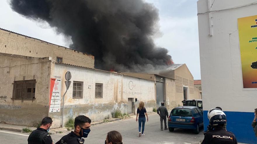 Así fue el incendio del almacén de Rabasa en Alicante