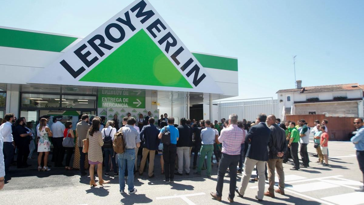 Momento de la inauguración de la primera tienda de la multinacional en Vigo. // María R. Arias